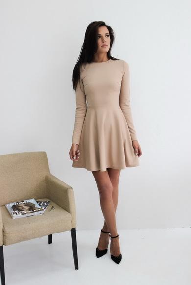 Платье из вискозного трикотажа с расклешенной юбкой