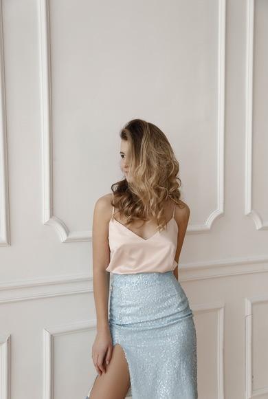Блестящая юбка и шелковый топ