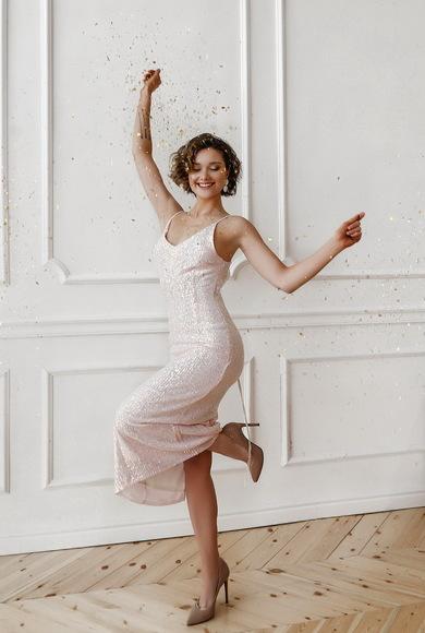Блестящее платье-комбинация в пайетку