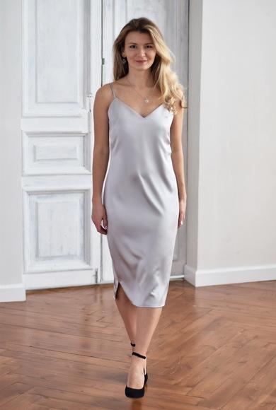 Атласное силуэтное платье-комбинация