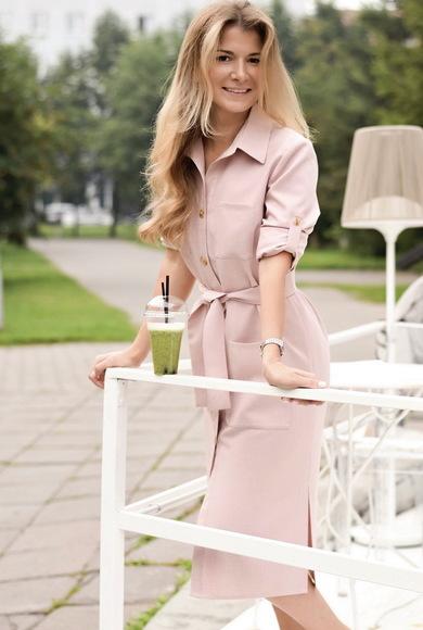 Льняное платье-рубашка с длинными рукавами розовое